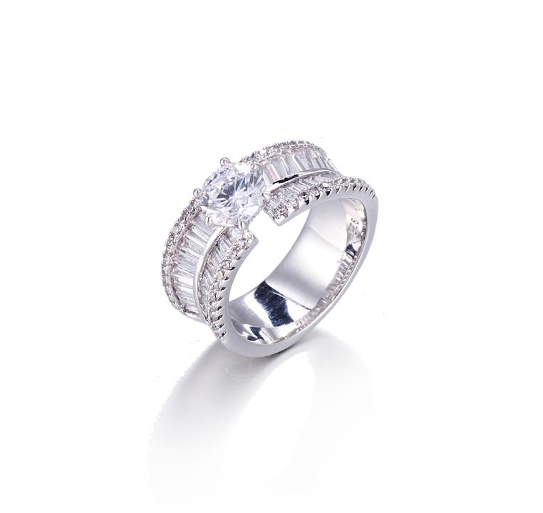 Serene 18K White Gold Plated Heart Arrows Cut Cubic Zircon  Wedding Engagement Rings Kirin Jewelry 104972
